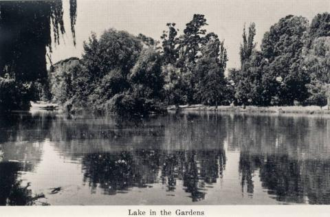 Lake in the Gardens, Castlemaine