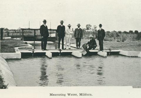 Measuring water, Mildura, 1918