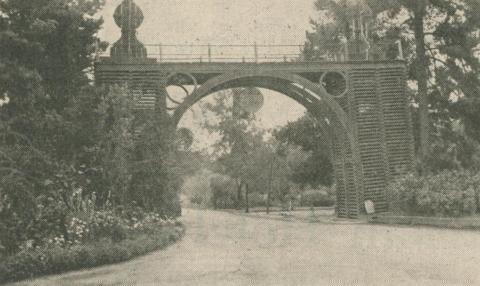 Entrance to Victoria Park, Echuca, 1947-48