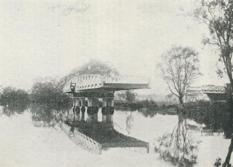 Swing Bridge, junction of Latrobe and Thomson Rivers, Sale, 1938