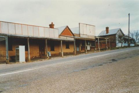 Newtown, Beechworth, before shops refurbished