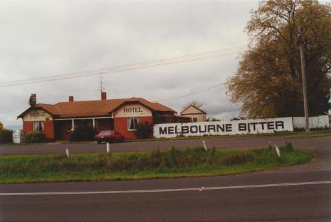 Bridge Hotel, Bungaree, 2000
