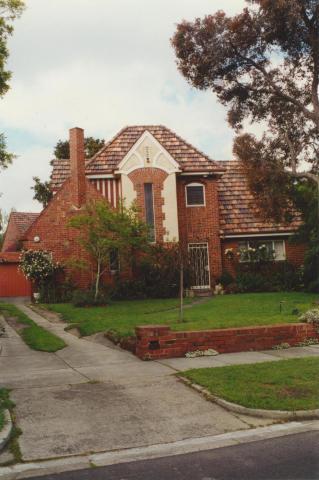 Tudor Court, Ivanhoe (Jennings estate), 2000