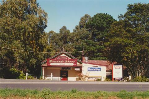 Clematis general store, 2001