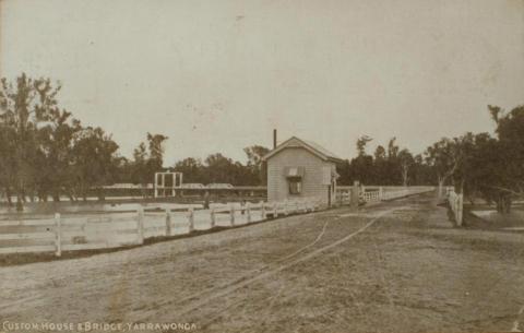 Custom house and bridge, Yarrawonga, 1918