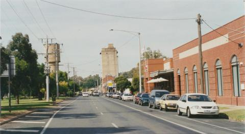 Mooroopna, Ardmona sales on right, 2002