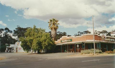 Toolleen Hotel, 2002
