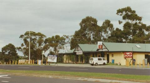Tooradin Hotel, 2002