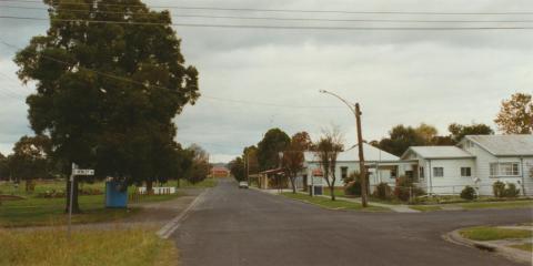 Nyora, 2002