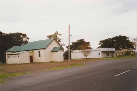 Bessiebelle hall, closed store and house, 2006