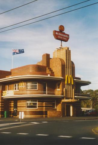 Corner Dummett Crescent and Queens Parade, Clifton Hill, 2007