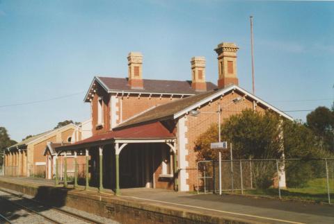 Kangaroo Flat railway station, 2007