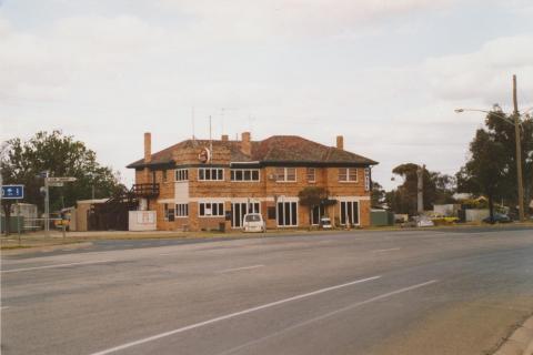 Gunbower Hotel, 2007
