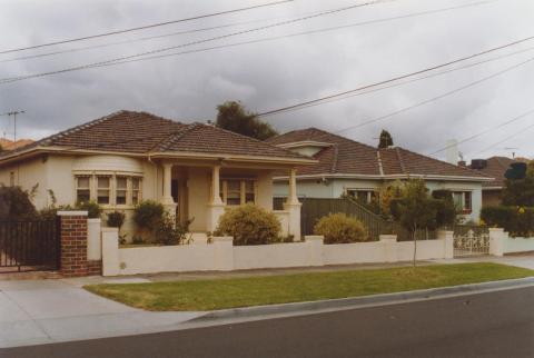 Interwar houses, 8-10 Wilbur Crescent, Hughesdale, 2010