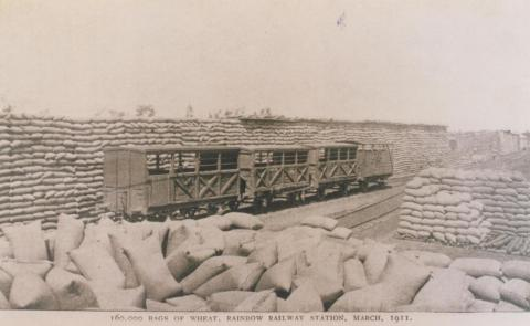 Wheat at Rainbow railway station, 1911