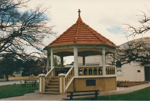 Band Rotunda, Charlton, 1980