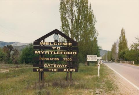Welcome to Myrtleford sign, 1987