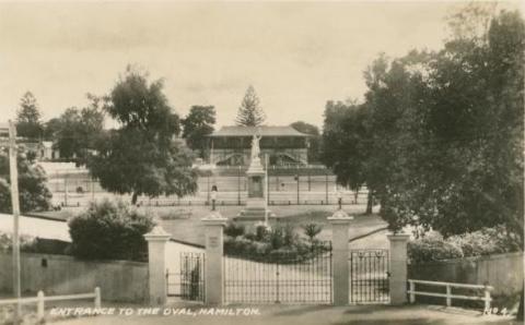 Entrance to the oval, Hamilton