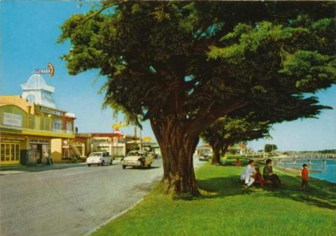 The Esplanade, Lakes Entrance