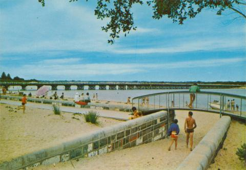 Bridge linking Barwon Heads with Ocean Grove