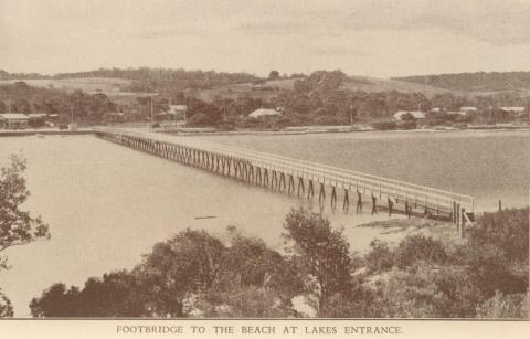 Footbridge to the beach, Lakes Entrance