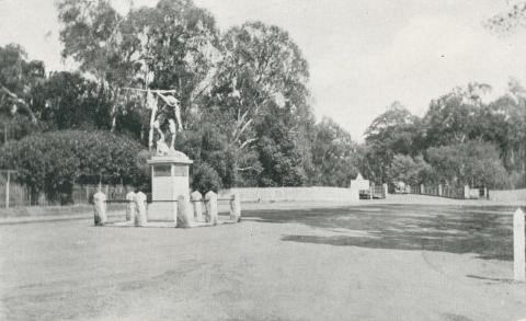 War Memorial and Bridge, Shepparton