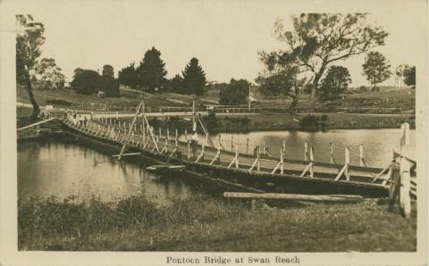 Pontoon Bridge at Swan Reach