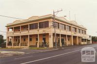 Red Bluff Hotel, Sandringham, 2001