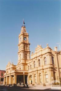 Hawthorn Town Hall, 2001