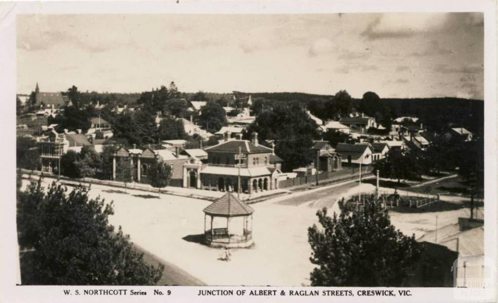Junction of Albert and Raglan Streets, Creswick