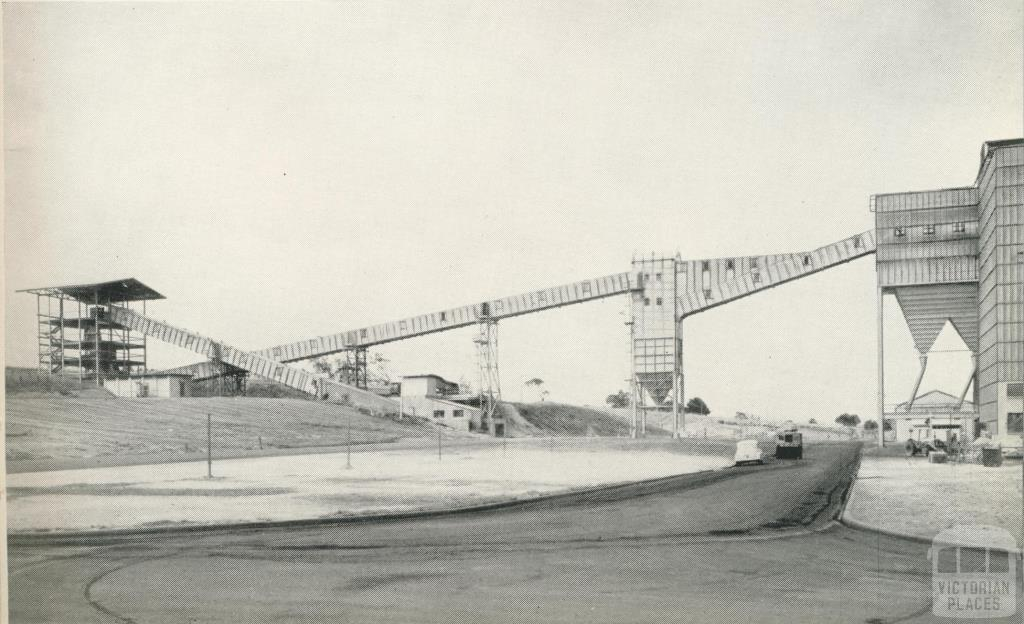 The coal conveyor to the Maryvale power plant, 1958