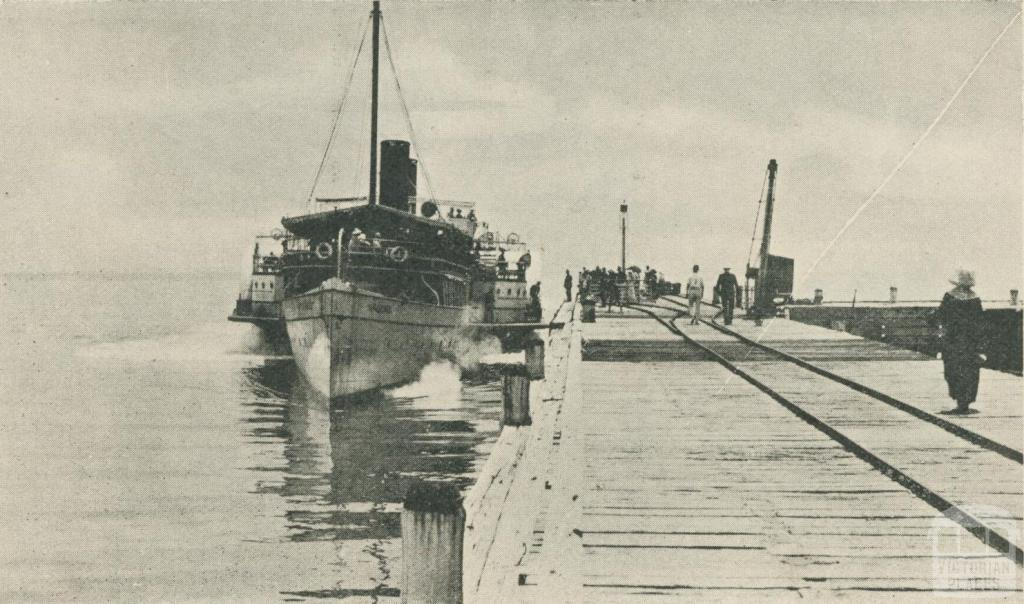 P.S. Hygeia at the Pier, Dromana
