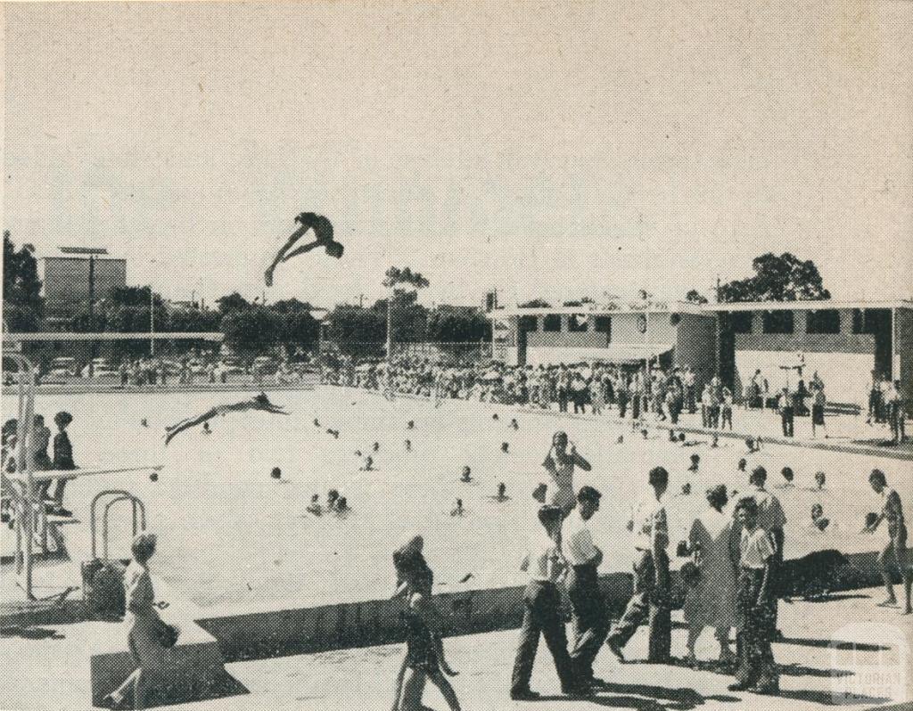 The Olympic Swimming Pool (War Memorial), Horsham, 1960