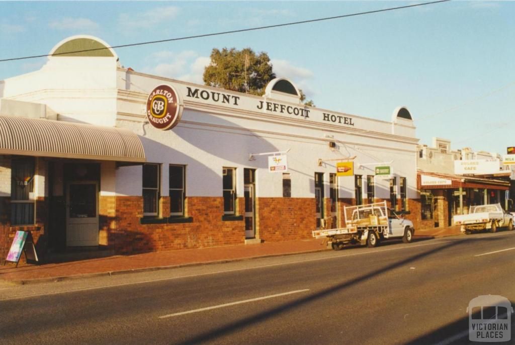 Mount Jeffcott Hotel, Donald, 2000