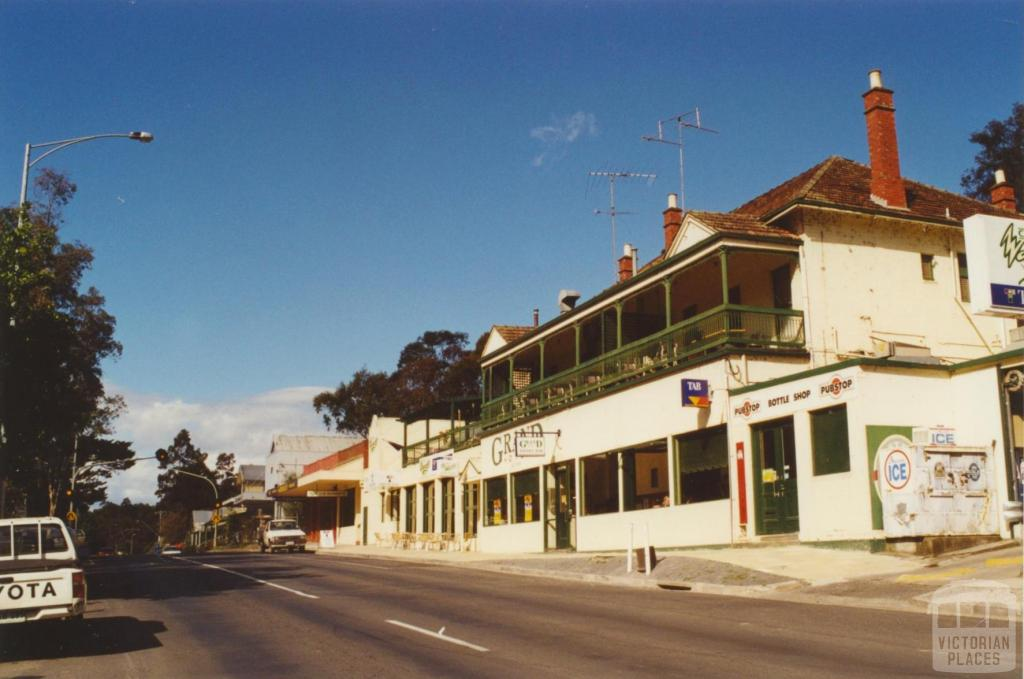 Warrandyte Grand Hotel, 2000