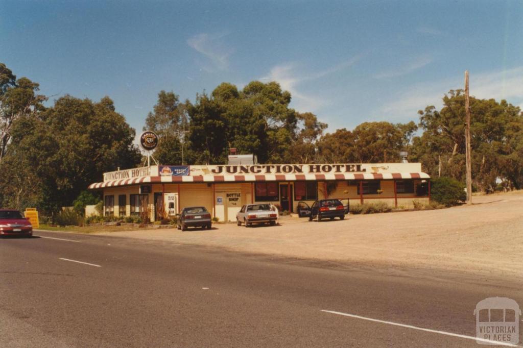 Junction Hotel, Ravenswood, 2001