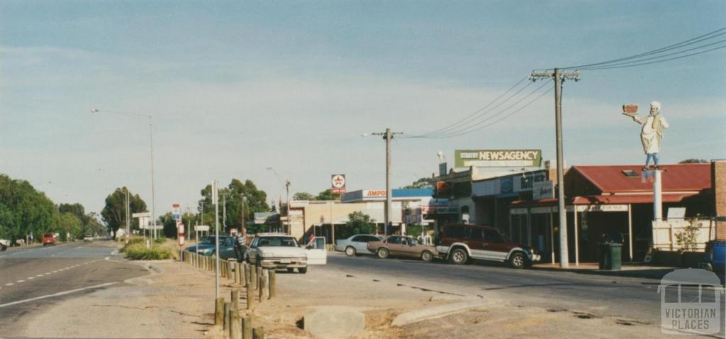 Strathmerton, 2002