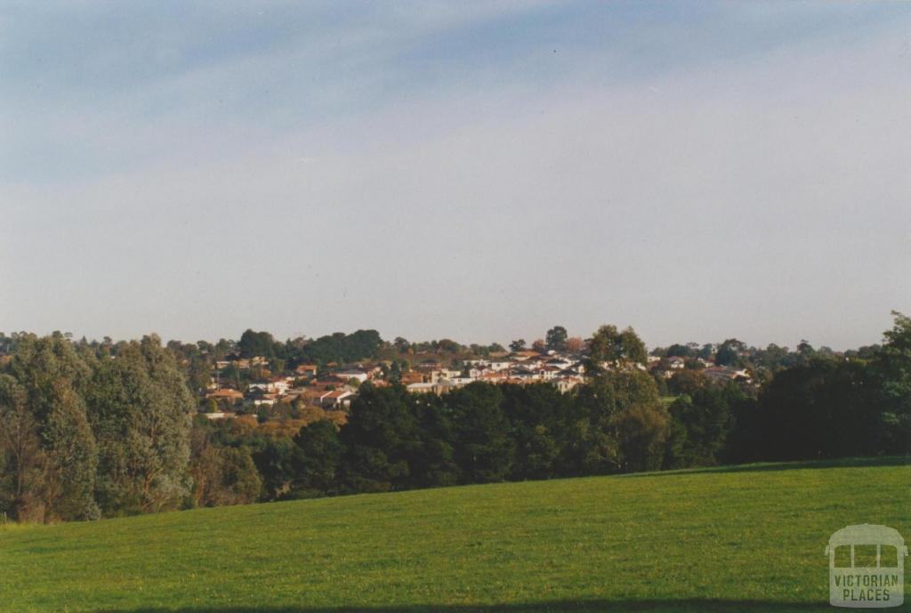 Looking east across Doncaster Municipal Gardens, 2002