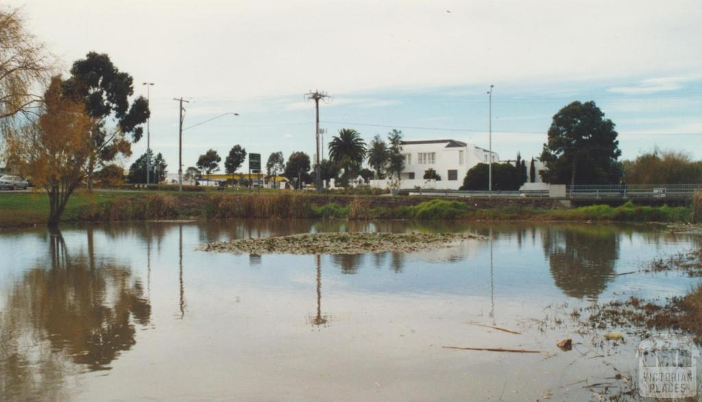 Taylors Lakes, Sunshine Avenue, 2002