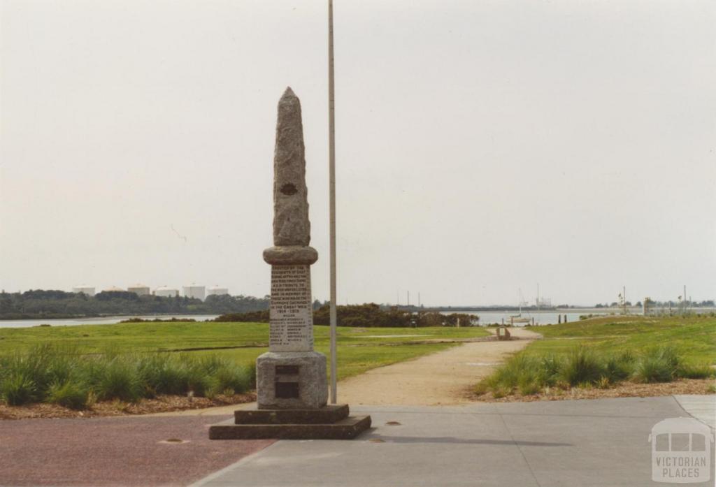 War Memorial, end of High Street, Hastings, 2005