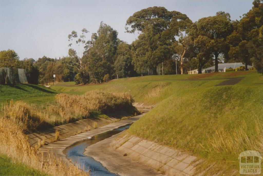 Moonee Ponds creek from Main Street, Pascoe Vale, 2007