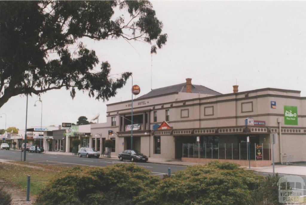 Moe Hotel, 2010