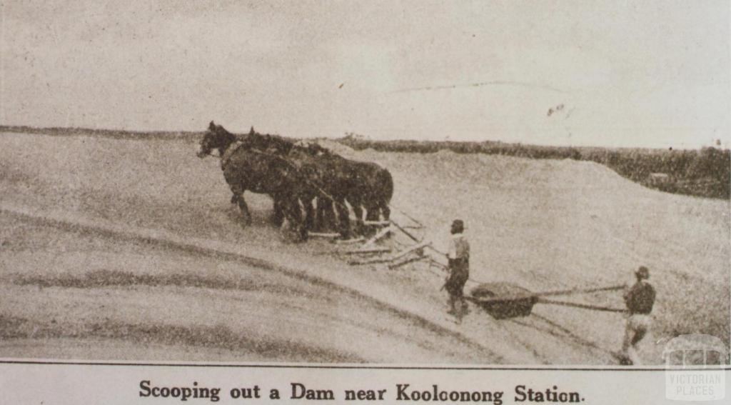 Scooping out a dam near Manangatang, Swan Hill Shire, 1926