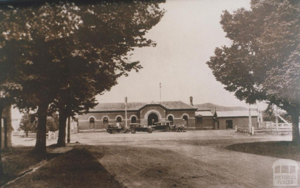 Railway station, Terang