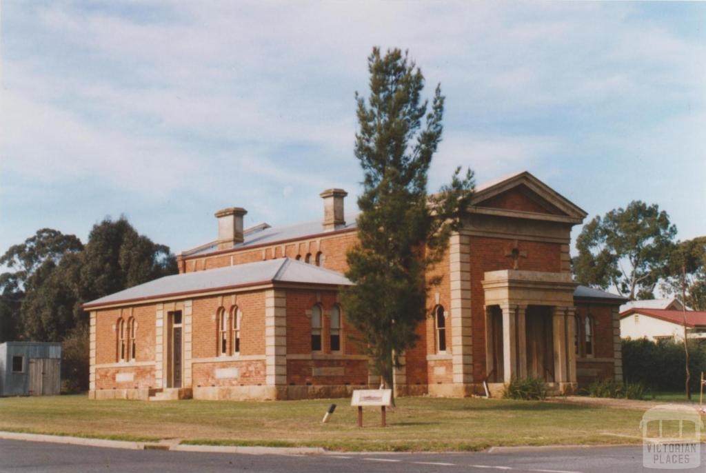 Court house, formerly town hall (1862), Dunolly, 2010