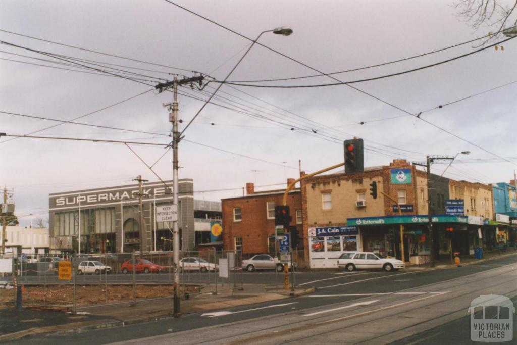 Leo's Supermarket, Toorak and Summerhill Road, Hartwell, 2010