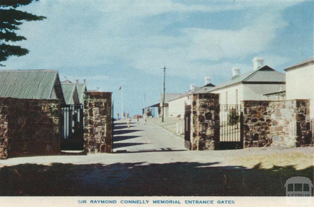 Sir Raymond Connelly Memorial Entrance Gates, Portsea
