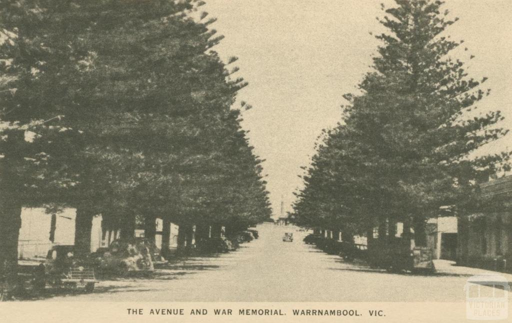 The Avenue and War Memorial, Warrnambool, 1945